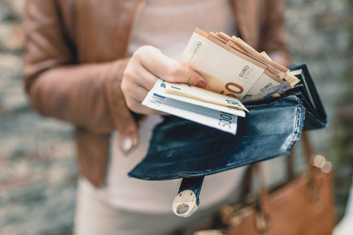 Bild von einem vollem Portemonnaie.