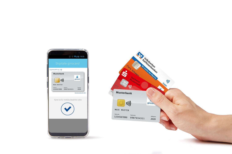 Handy und Karten, mit denen kontaktloses Bezahlen möglich ist.