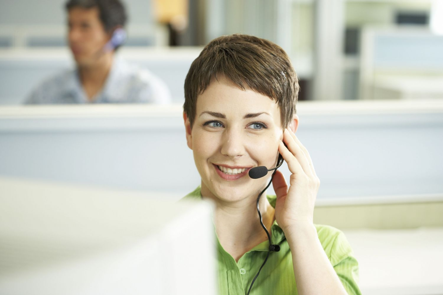 Frau in Call Center.